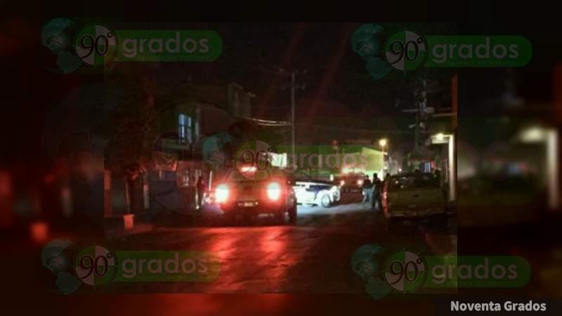 Tiraban balazos y uno muere al caer de azotea en Zamora, Michoacán