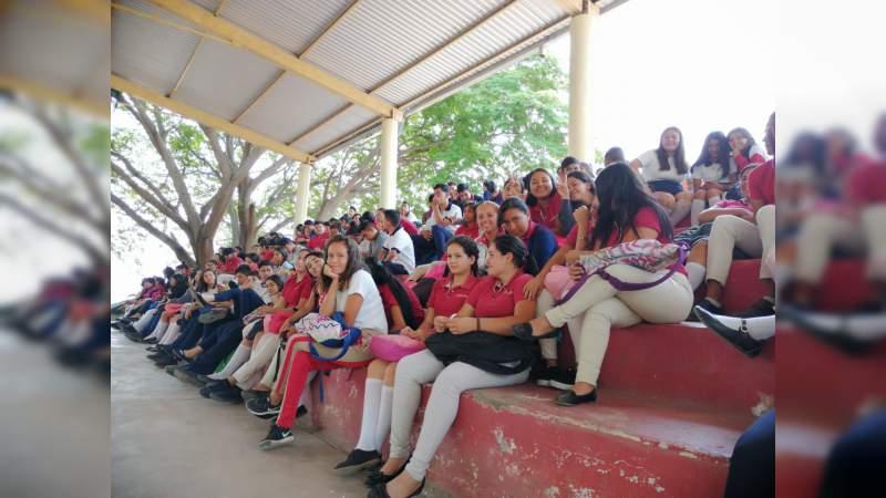 """Más de 400 jóvenes de la Tierra Caliente, se suman a """"Rutas de la Juventud"""""""