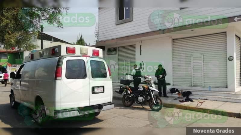 Hieren a balazos a una mujer, cerca del hospital Regional en Uruapan, Michoacán