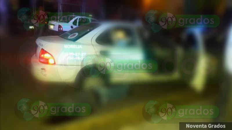 Balean a ocupantes de un taxi en Morelia, Michoacán, hay un muerto