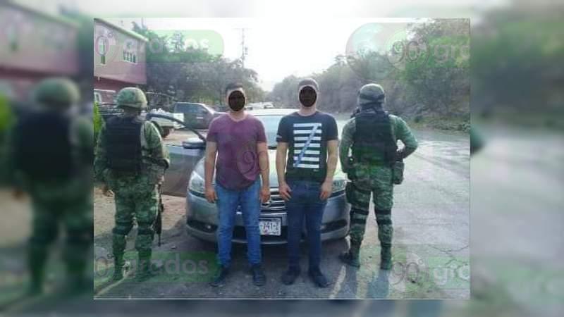 Detienen a dos sujetos con un kilo de metanfetamina, en Buenavista