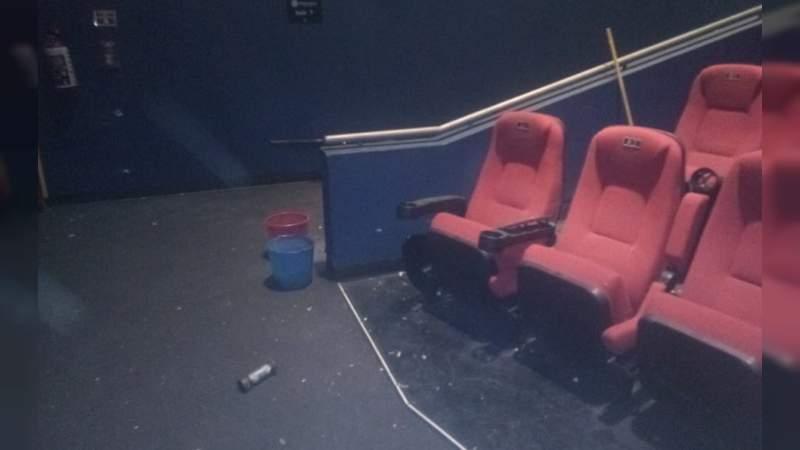 Estalla artefacto explosivo en cine y hiere a trabajador en CDMX