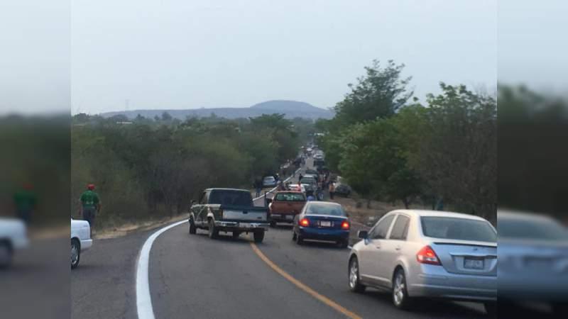 Se registran balaceras y bloqueos en La Huacana; reportan dos heridos