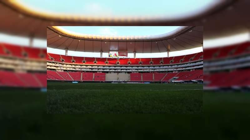 Chivas regalará pedazos de césped a sus aficionados