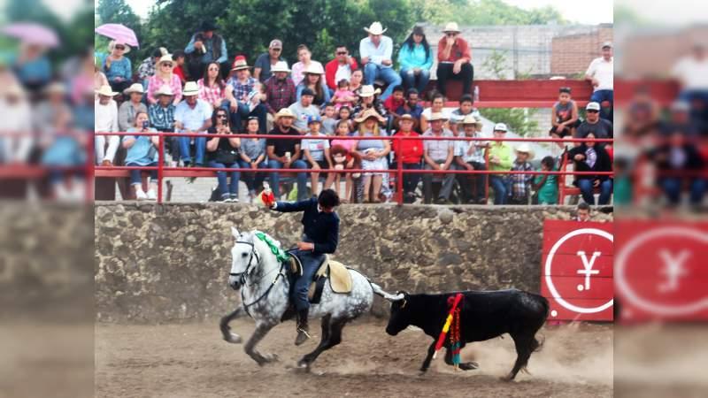 Triunfa Fauro Aloi en el Festival Taurino del Señor de Araró