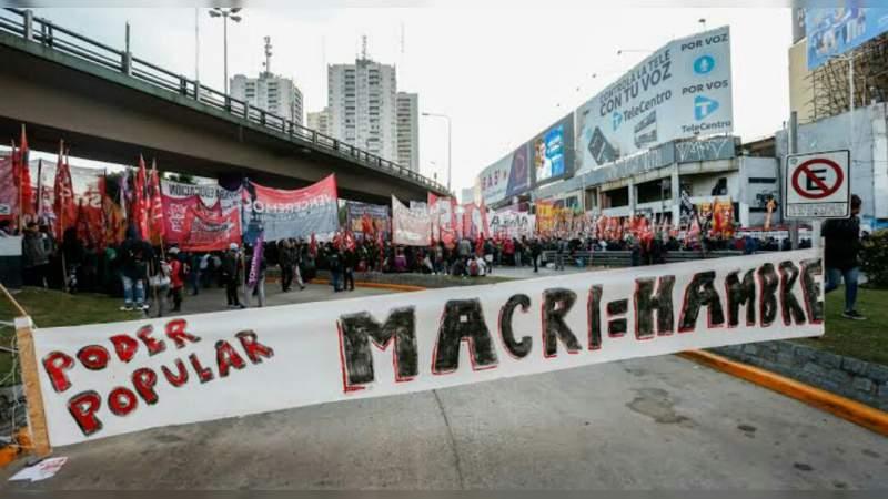Realizan huelga masiva en Argentina