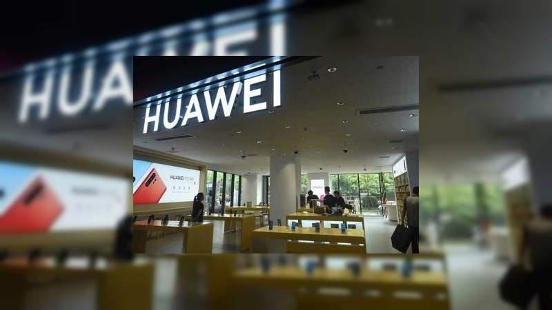 Huawei expulsa a empleados estadounidenses de su sede central