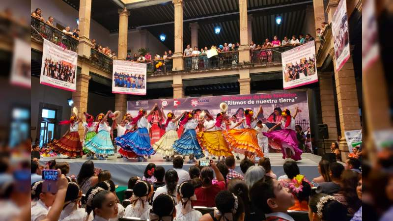Estudiantes de Centro Educativo antorchista se coronan como ganadores en concurso de bailes folclóricos