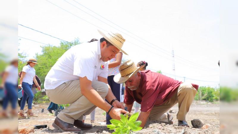 Reforesta Sedesoh primaria de Comunidad Modelo de Úspero