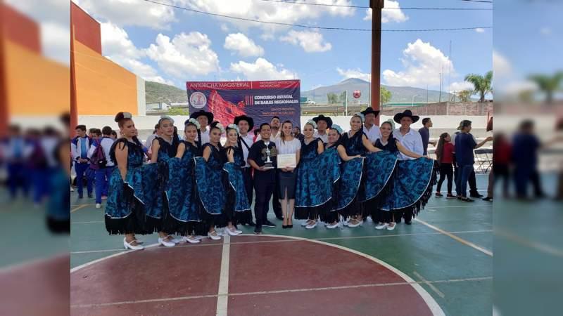 Impulsa magisterio antorchista II Concurso de Bailes Regionales