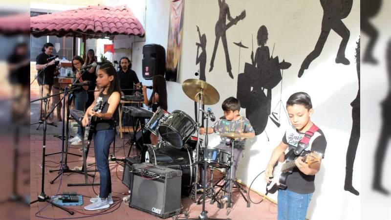 Exitosa presentación de las bandas de rock Luna Infinita, Rebels y Delixir en Ecaym Morelia