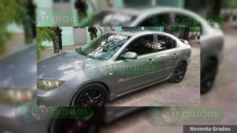 Abandonan automóvil con un arma en Apatzingán
