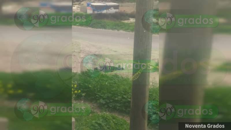 Lo asesinan y dejan sobre la carretera en Acapulco, Guerrero
