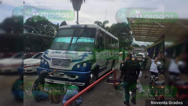 Camión de Tata Lázaro atropella a dos mujeres en la Central Camionera; de Uruapan, Michoacán