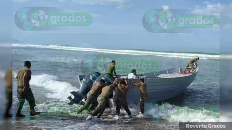 Asegura Semar embarcación y combustible en costas de Zihuatanejo, Guerrero