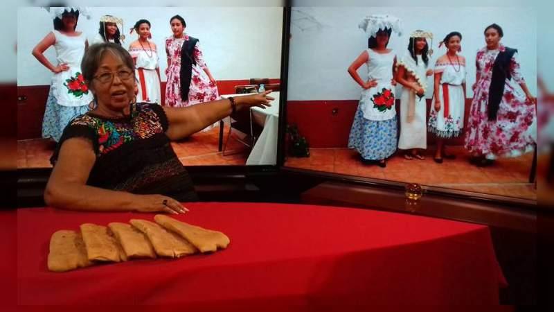 """La presea """"Daniel Vargas Rivera"""" a la maestra Rosa Carmina Rumbo"""