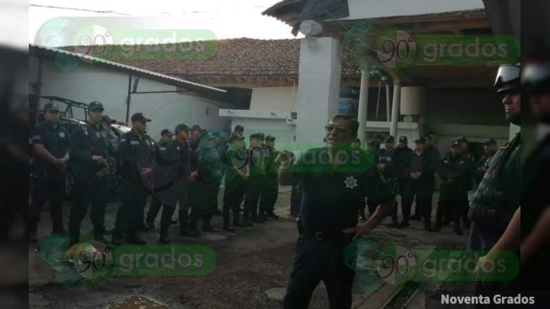 En condiciones inhumanas e insalubres viven elementos de la Policía Michoacán en Tangancícuaro