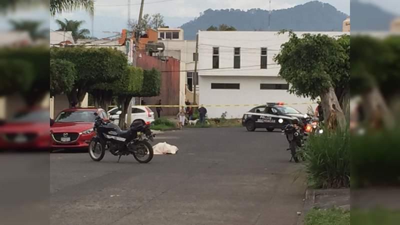 Ultiman a balazos a dos hombres en la colonia Los Ángeles de Uruapan, Michoacán