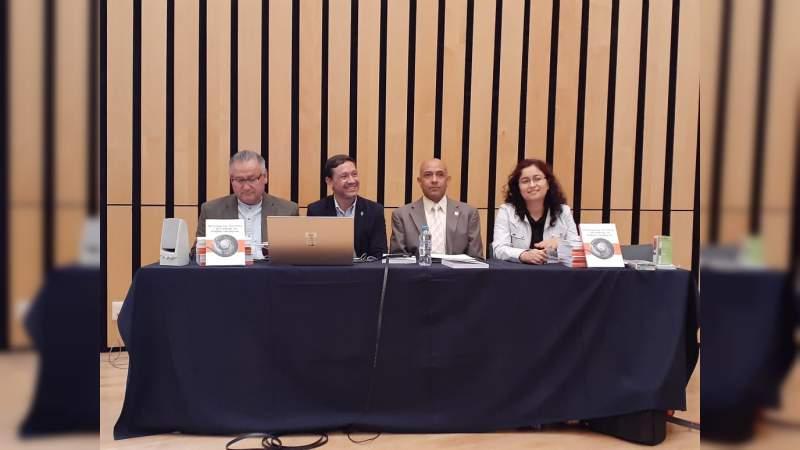 Presentan libro sobre investigación, docencia y aprendizaje en lenguas extranjeras