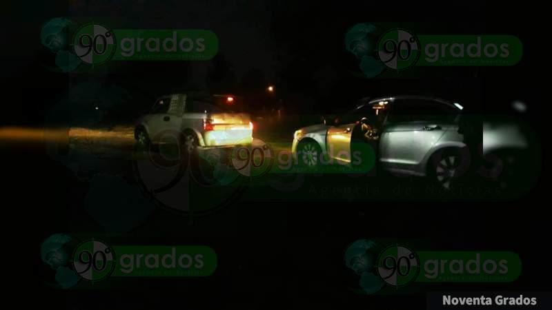 Continúan los robos de automóviles a mano armada en carreteras de Michoacán, dejan amarrados a víctimas
