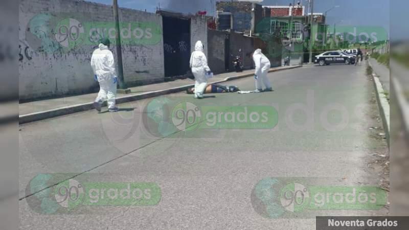 Localizan cuerpo amarrado de las manos en calles de Morelia, Michoacán