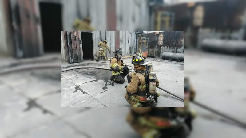 Reconocido Bomberos Municipales de Morelia en su día