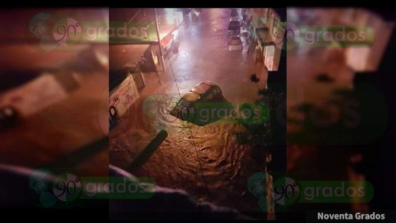 Causan emergencia lluvias torrenciales en Los Reyes, Michoacán