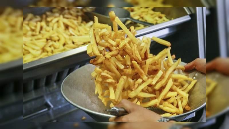 Joven queda ciego tras comer solo papas fritas por años