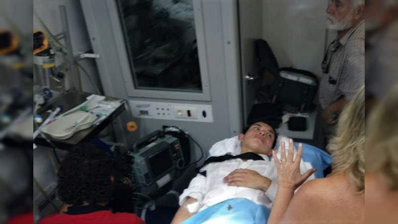 Isaac Fonseca sufre cornada en el escroto, ayer en Navalcarnero, Madrid
