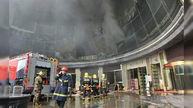 Se incendia fábrica en China, hay 19 muertos