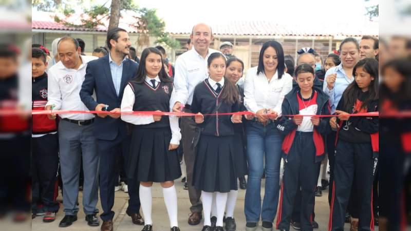 Jóvenes de Irimbo, Michoacán estrenan techumbre