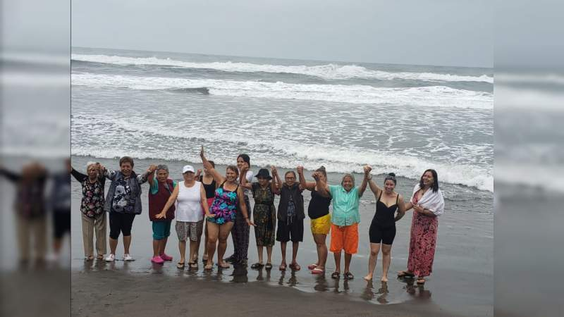 Cumplieron su sueño: 42 Adultos mayores viajaron por primera vez a la playa