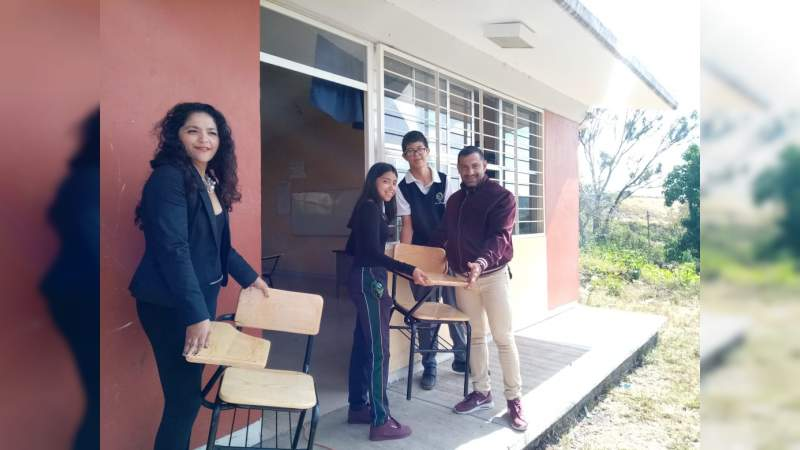Atiende equipo del distrito XI de Morelia solicitud de butacas en Telebachillerato de Cuto del Porvenir, municipio de Tarímbaro