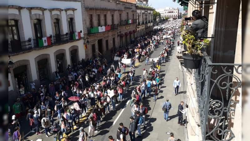 Normalistas también se manifiestan en el centro histórico de Morelia