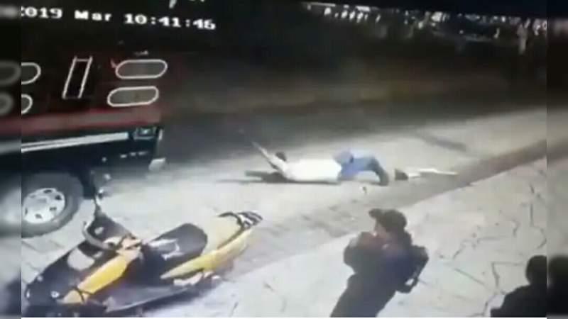 Arrastran a alcalde de Chiapas desde una camioneta