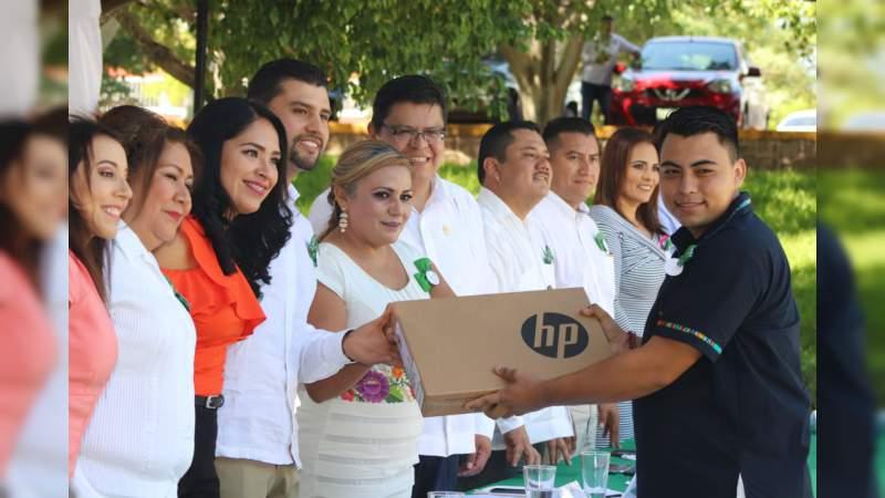 Octavio Ocampo asiste al aniversario del ITSH y reconoce aporte de la institución en pro de la sociedad