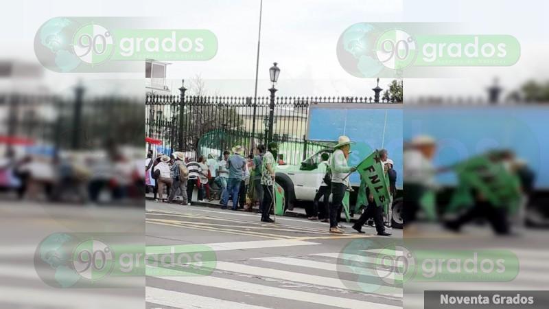 Se realizan bloqueos y manifestaciones en Michoacán