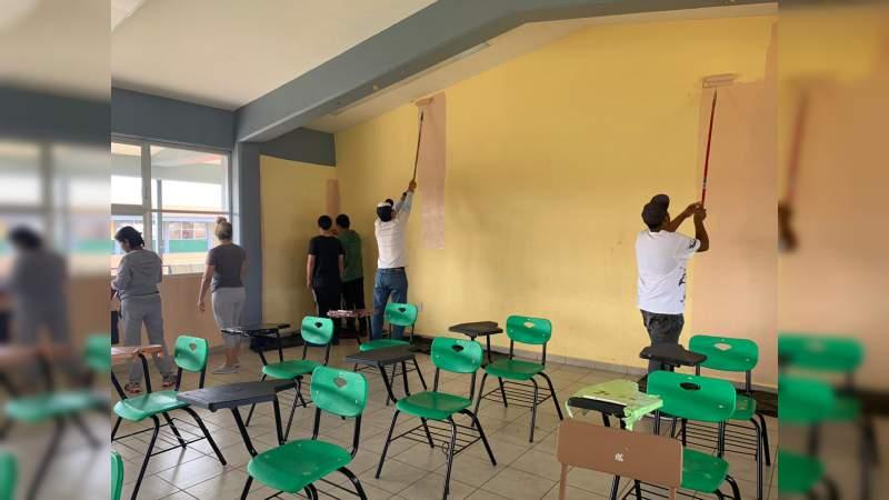 Embellecen con pintura aulas de escuela antorchista en Morelia