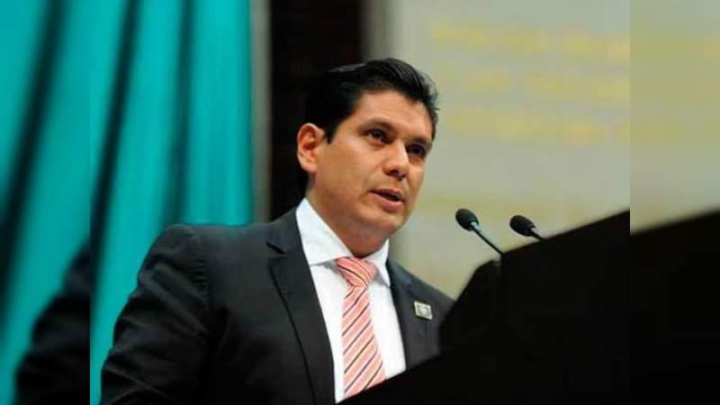 Igualar condiciones entre taxistas y aplicaciones como Uber, iniciativa que presentará Ernesto Núñez esta semana