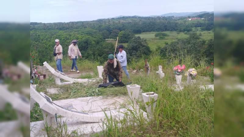 Refuerzan trabajos de limpieza en panteones del municipio de Lázaro Cárdenas, Michoacán