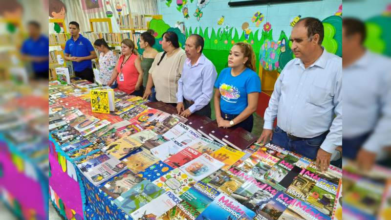 Después de 4 años dotan de nuevos libros a biblioteca de El Habillal de Lázaro Cárdenas, Michoacán