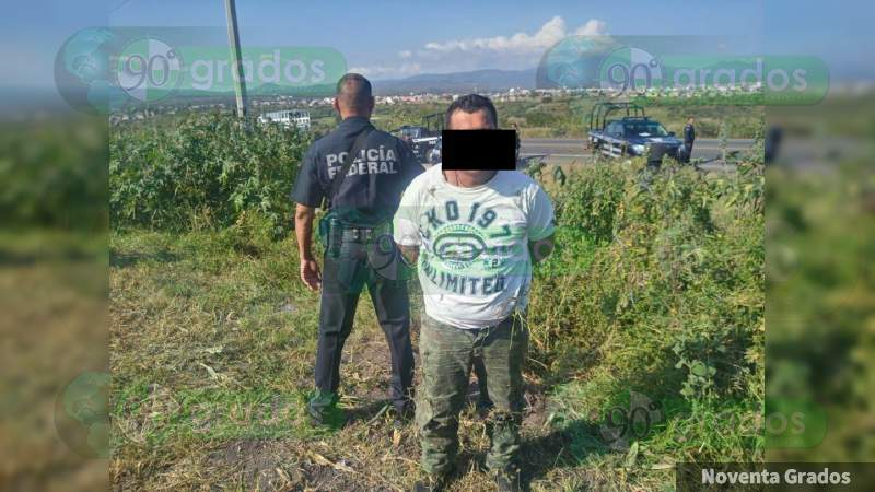 Se enfrenta Guardia Nacional con robacarros, hay un detenido