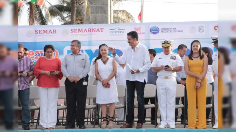 Celebra Michoacán la 25 Expo Tortuga Marina, en Playa Azul
