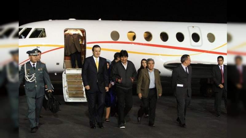 Evo Morales llega a México escoltado por el Secretario de Relaciones Exteriores