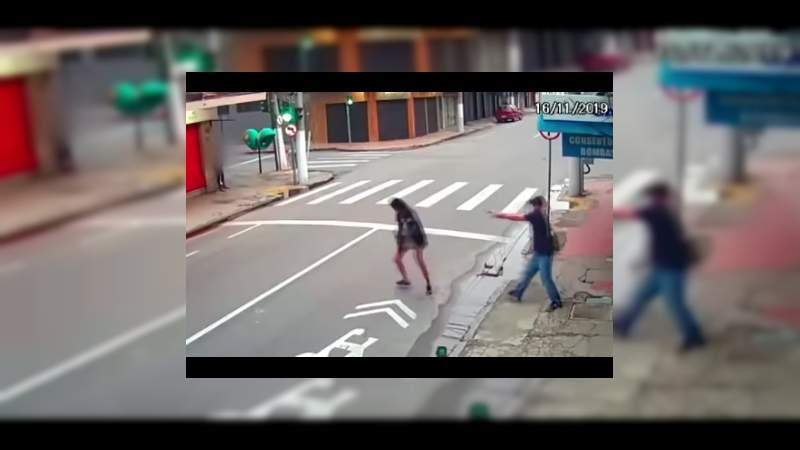 Mujer hambrienta pide dinero para comer y sujeto la mata, en Río de Janeiro, Brasil