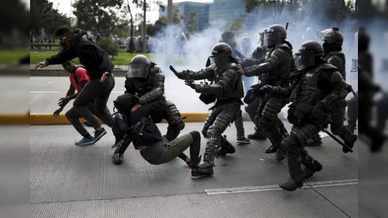 Tres muertos en protestas en Colombia