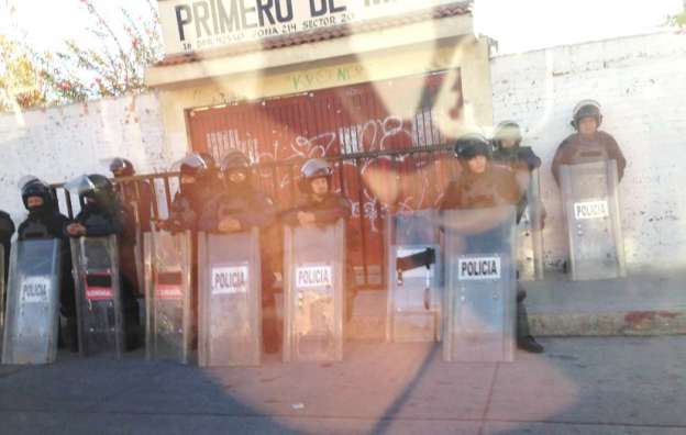 LA CNTE-Gobierno amenaza nuevamente a escuela Primero de Mayo, granaderos la cercan: Antorcha
