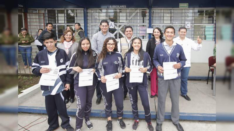 Continúa entrega de Beca Universal Benito Juárez en Michoacán