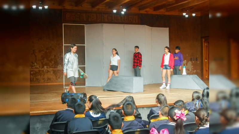 Se presentó con éxito, la obra teatral Femininjas