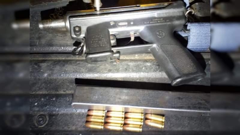 En poder de armas, droga y un bloqueador de señal, detienen a 5 hombres en Morelia
